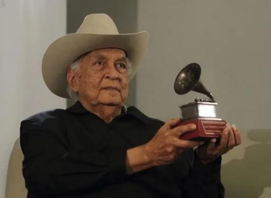 El Maestro Juan Vicente Torrealba en 2014 recibiendo su premio Grammy